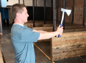 how to throw axe - grip